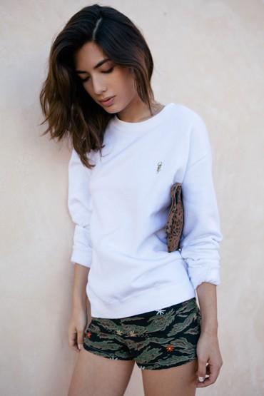 Obey oblečení – dámská bílá mikina, krátké šortky se vzorem
