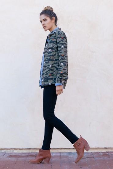 Obey oblečení – jarní bunda se vzorem, skinny kalhoty