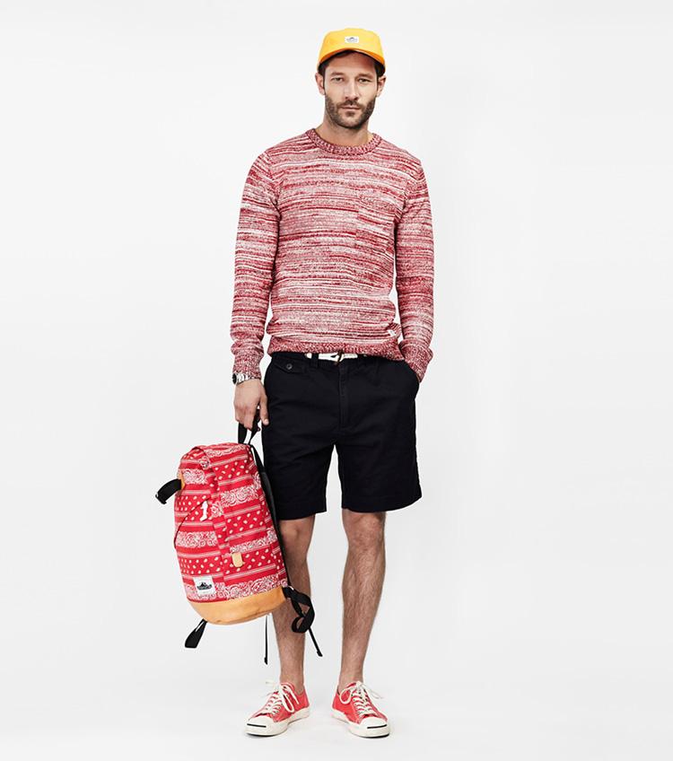 Penfield – pánská móda – svetr se vzorem, černé šortky, stylový batoh