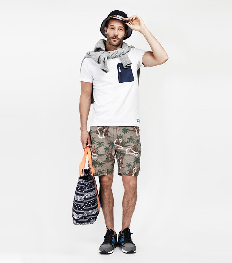 Penfield – pánská móda – bílé tričko skapsičkou, šortky spalmami