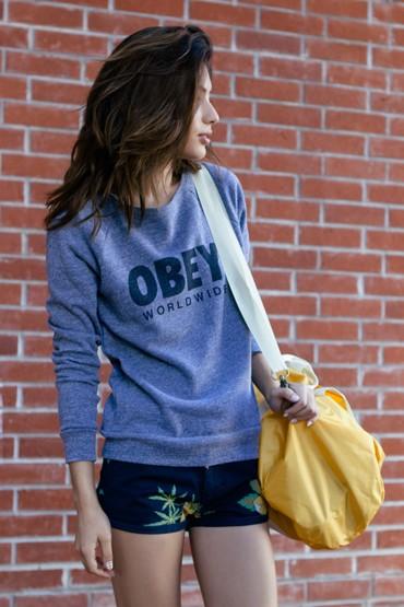 Obey oblečení – dámská modrá mikina, modré kraťasy