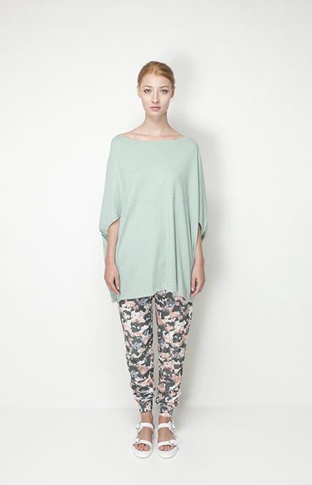Ucon Acrobatics – dámské oblečení – světle zelená tunika, kalhoty se vzorem