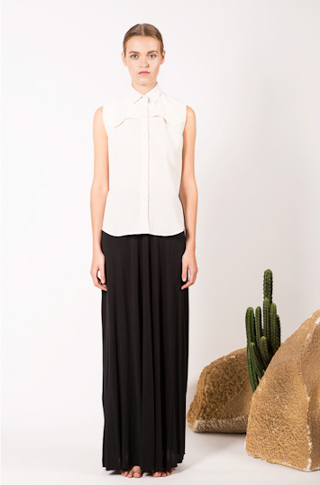 Frisur – dámské oblečení – blůza, dlouhá černá sukně