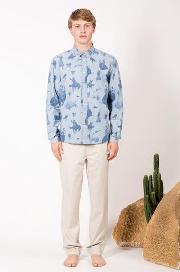 Frisur – pánské oblečení – košile se vzorem, světlé kalhoty