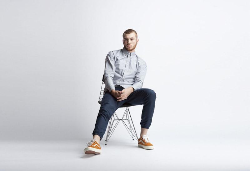 Publish – pánské oblečení – šedá pánská košile, modré kalhoty