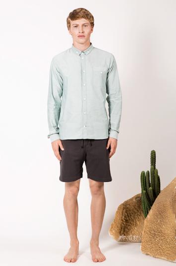 Frisur – pánské oblečení – světle zelená košile, černé šortky