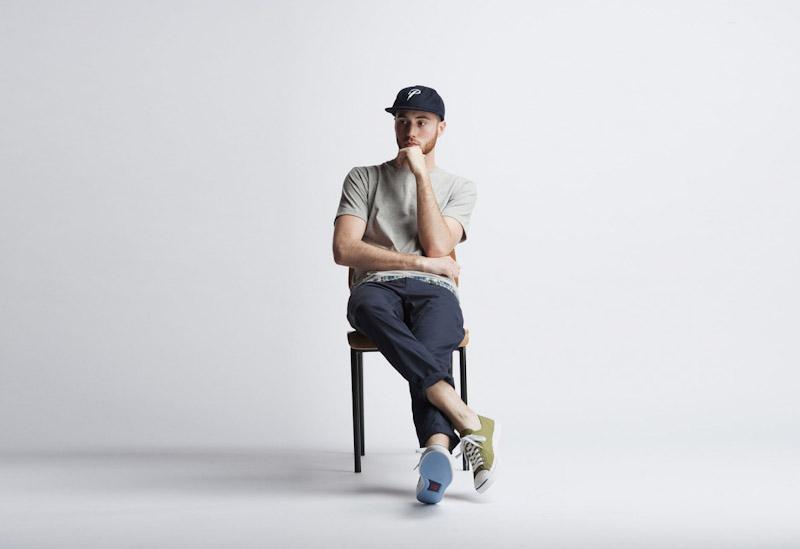 Publish – pánské oblečení – šedé tričko, modré kalhoty