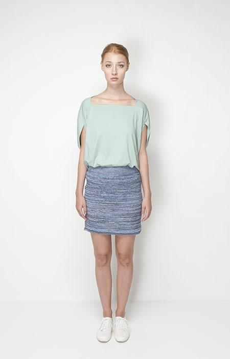 Ucon Acrobatics – dámská móda – světle zelené tričko, modrá sukně