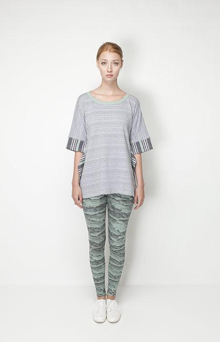 Ucon Acrobatics – dámské oblečení – šedé tričko, legíny se vzorem