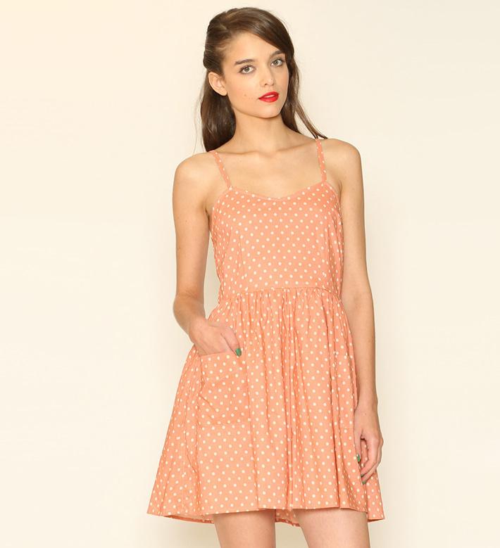 Pepa Loves – dámské oblečení – letní šaty pleťové barvy ramínky apuntíky
