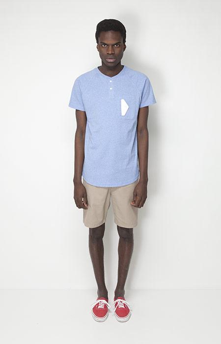 Ucon Acrobatics – pánská móda – béžové šortky, bledě modré tričko