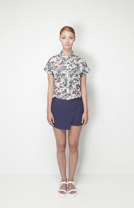 Ucon Acrobatics – dámské oblečení – košile se vzorem, modrá sukně