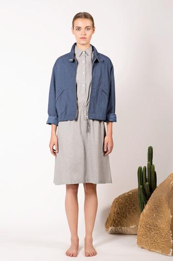 Frisur – dámské oblečení – modrá jarní bunda do pasu, letní šaty