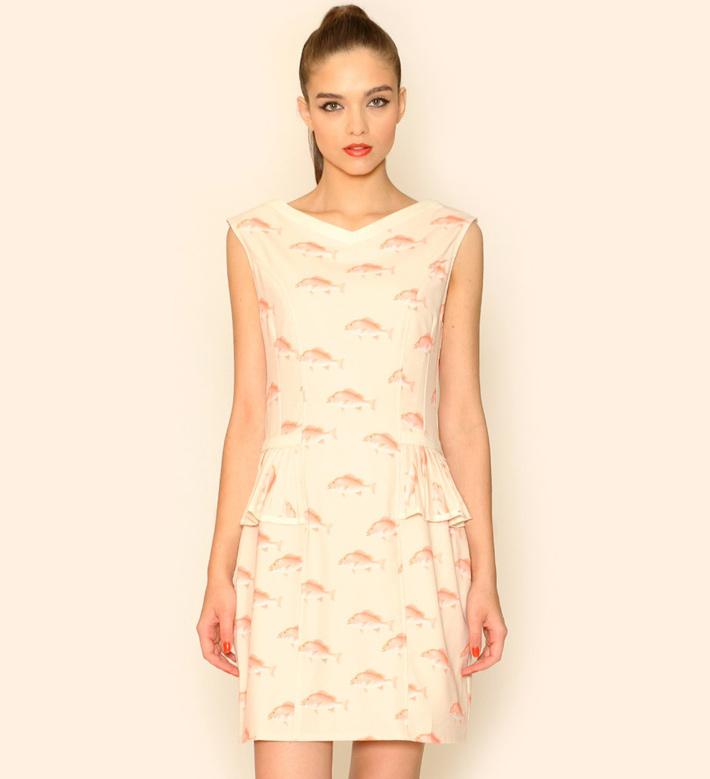 Pepa Loves – dámské oblečení – letní šaty pleťové barvy, motiv ryb