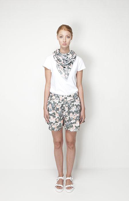 Ucon Acrobatics – dámské oblečení – šortky se vzorem, šátek se vzorem