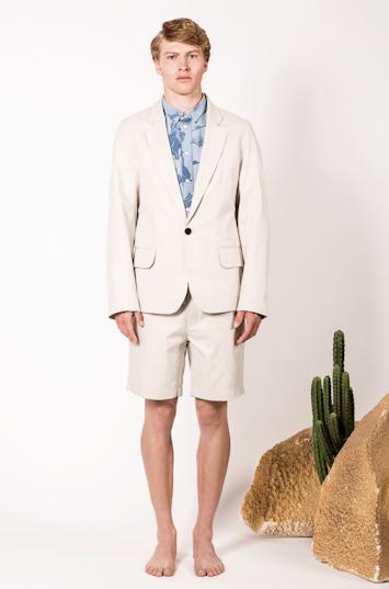 Frisur – pánské oblečení – světlé sako, šortky