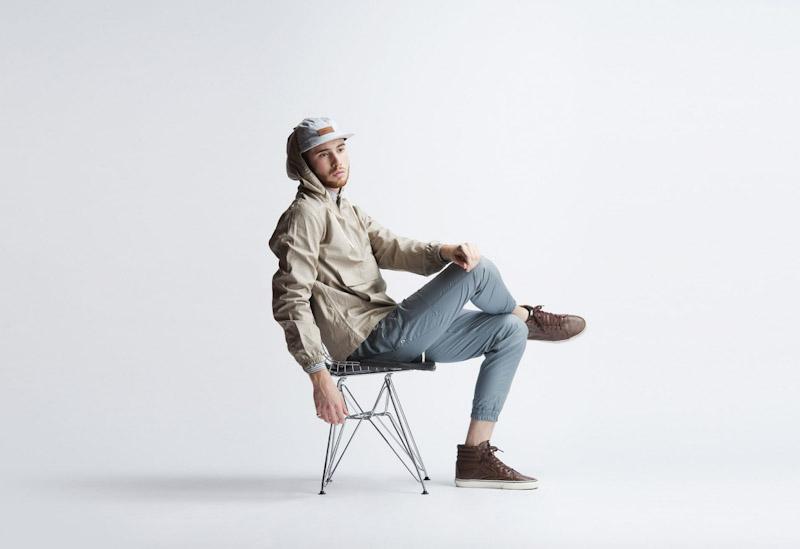 Publish – pánské oblečení – khaki jarní bunda skapucí, modré kalhoty