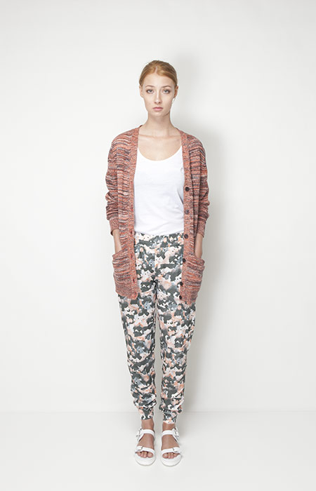 Ucon Acrobatics – dámské oblečení – dlouhý svetr se vzorem, kalhoty se vzorem