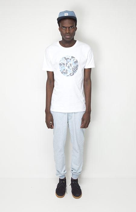 Ucon Acrobatics – pánské oblečení – bílé tričko spotiskem, světle zelené kalhoty