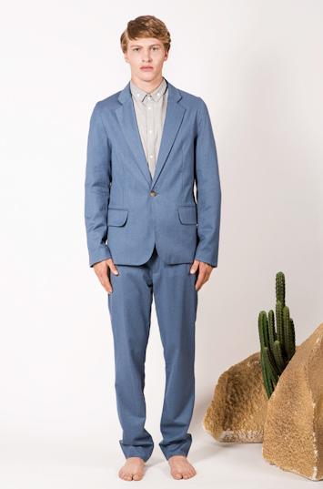 Frisur – pánské oblečení – modré sako, modré kalhoty