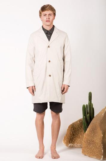 Frisur – pánské oblečení – světlý kabát