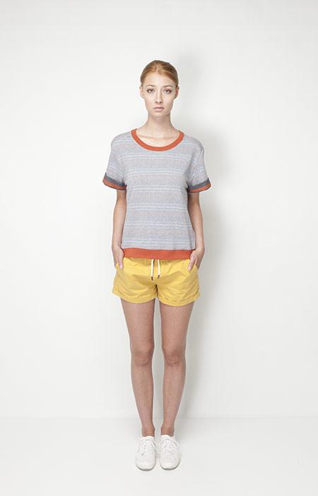 Ucon Acrobatics – dámské oblečení – šedé tričko, žluté šortky