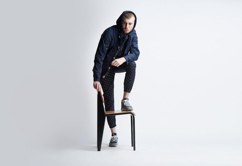 Publish – pánské oblečení – tmavě modré kalhoty spuntíky, jarní bunda skapucí