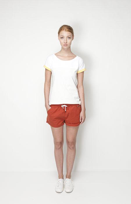 Ucon Acrobatics – dámské oblečení – bílé tričko, oranžové šortky