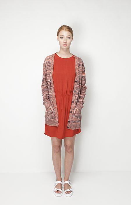 Ucon Acrobatics – dámské oblečení – oranžové šaty, dlouhý svetr