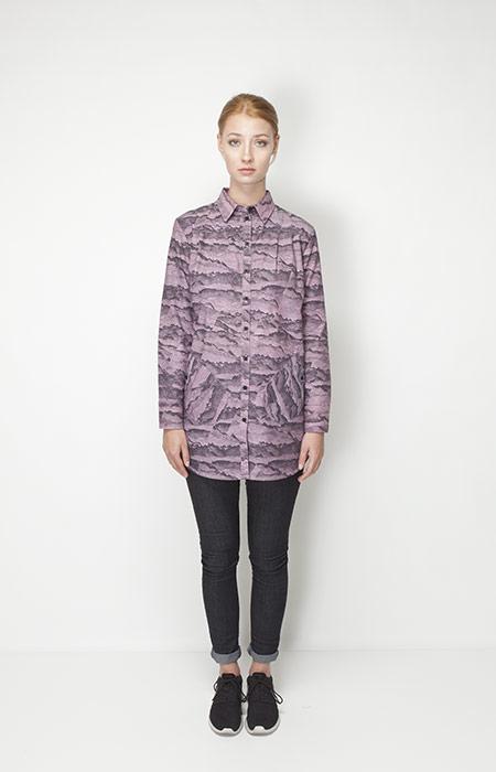 Ucon Acrobatics – dámská móda – dlouhá fialová košile se vzorem