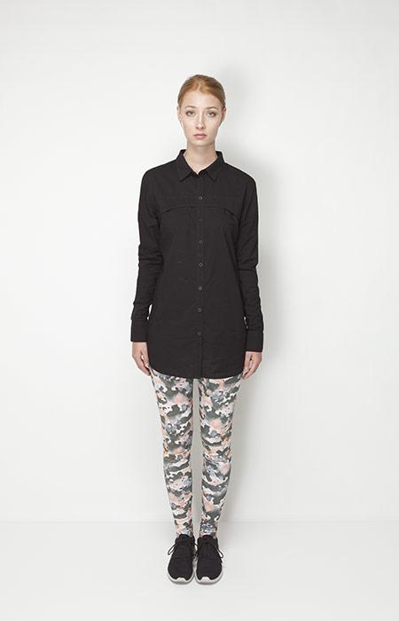 Ucon Acrobatics – dámské oblečení – dlouhá černá košile, legíny se vzorem