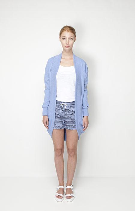 Ucon Acrobatics – dámské oblečení – světle modrá dlouhá mikina, šortky se vzorem