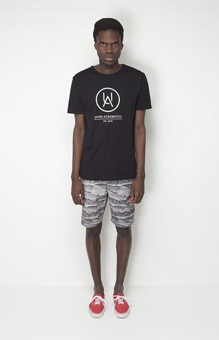 Ucon Acrobatics – pánská móda – černé tričko, šortky se vzorem