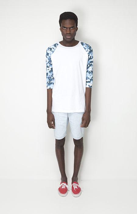 Ucon Acrobatics – pánské oblečení – bílé tričko, rukávy se vzorem