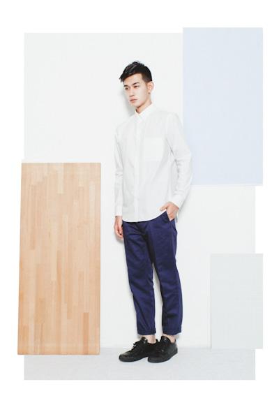 Aloye – pánská bílá košile, modré kalhoty