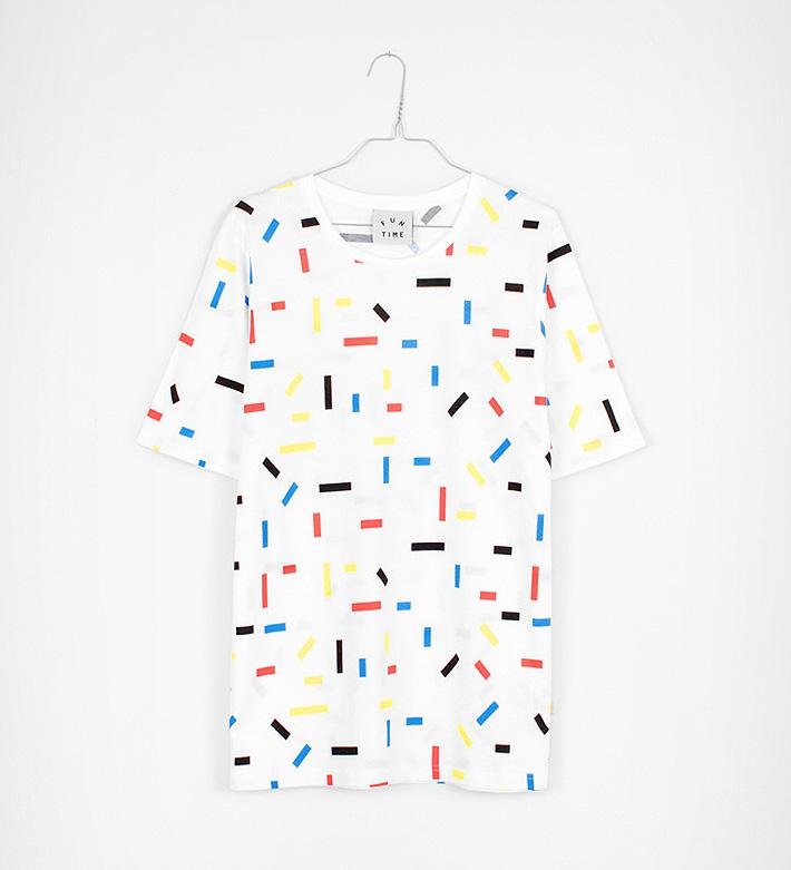 Fun Time – oblečení – bíle tričko sbarevnými obdélníky