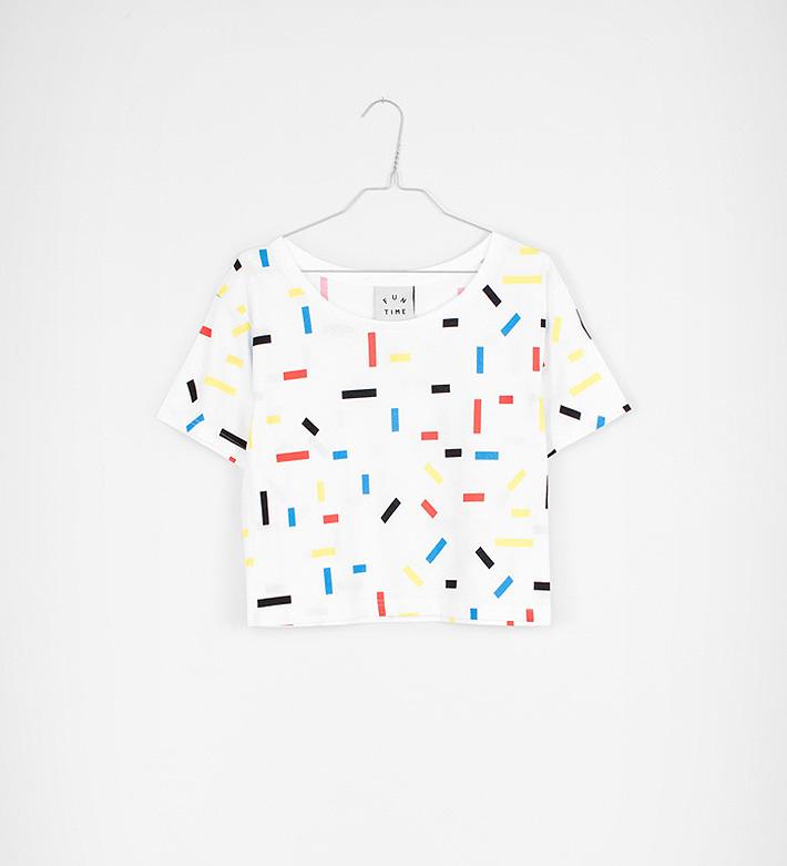 Fun Time – oblečení – dámské bíle tričko sbarevnými obdélníky