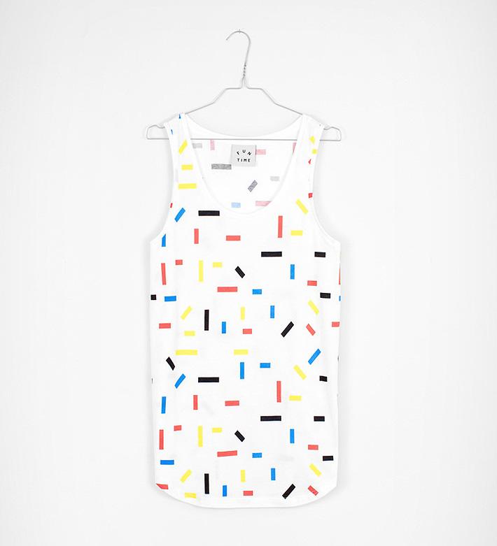 Fun Time – oblečení – bílý nátělník sbarevnými obdélníky