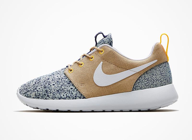 Nike x Liberty London – RosheRun – boty, béžovo-modré