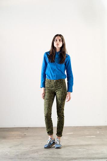 Carhartt WIP – modrá dámská košile, kalhoty se vzorem