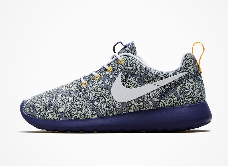 Nike x Liberty London – RosheRun – boty, modré