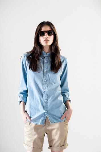 Carhartt WIP – modrá bavlněná košile, hnědé šortky
