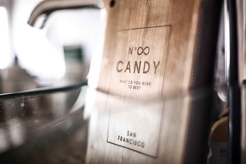Candy for Richmen – dřevěný kryt pro iPhone
