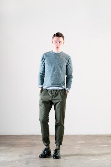 Carhartt WIP – pánský šedý svetr, tmavě zelené kalhoty
