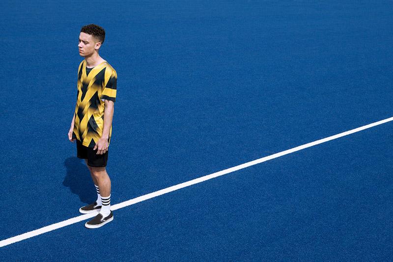 CTRL+C – žlutý fotbalový dres s geometrickým vzorem