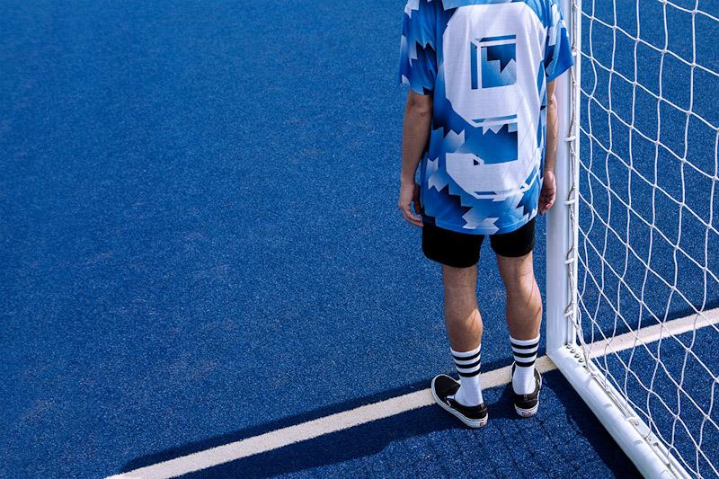 CTRL+C – modrý fotbalový dres s geometrickým vzorem
