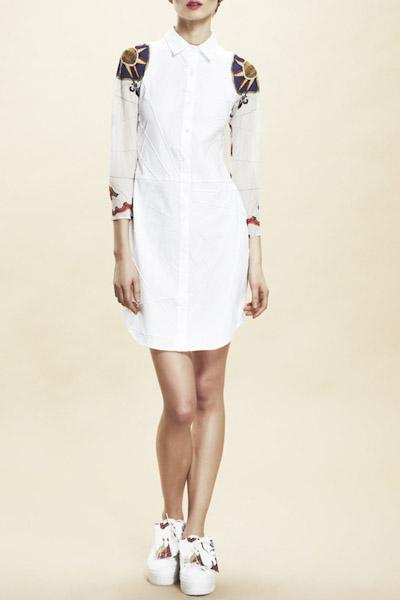 Asli Filinta – dámské bílé šaty, dlouhé rukávy se symboly