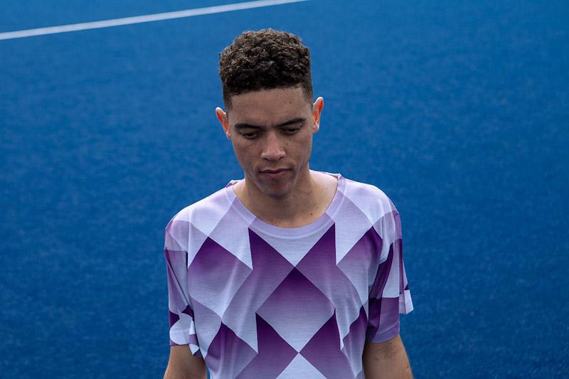 CTRL+C – fialový fotbalový dres s geometrickým motivem