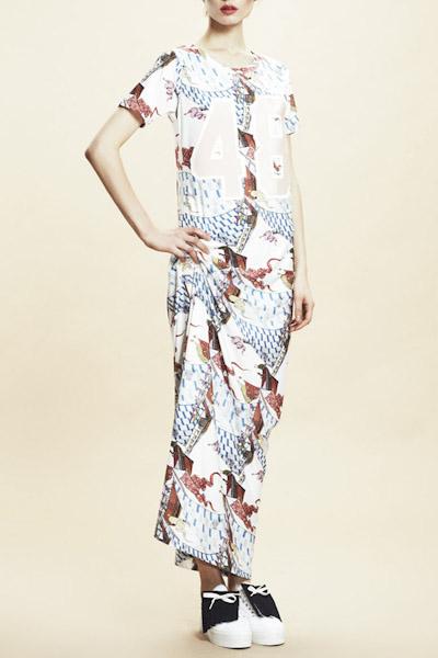 Asli Filinta – dlouhé šaty s potiskem, krátký rukáv