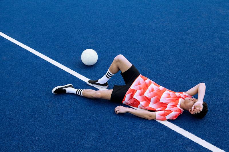 CTRL+C – oranžový fotbalový dres s geometrickým vzorem